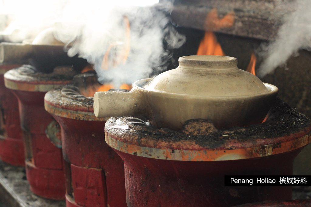 【北海华南茶室炭烧沙煲鸡饭,散发出难以抵抗的魅力】10
